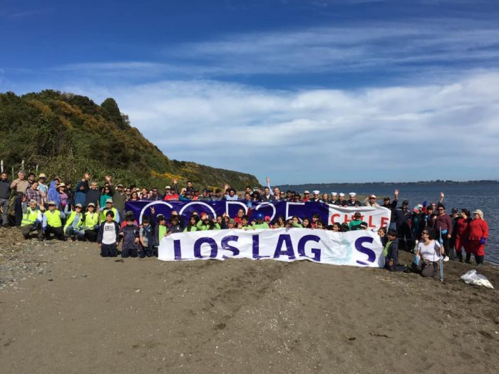 Instituto de Biología participa en jornada de limpieza de playas en Chiloé.